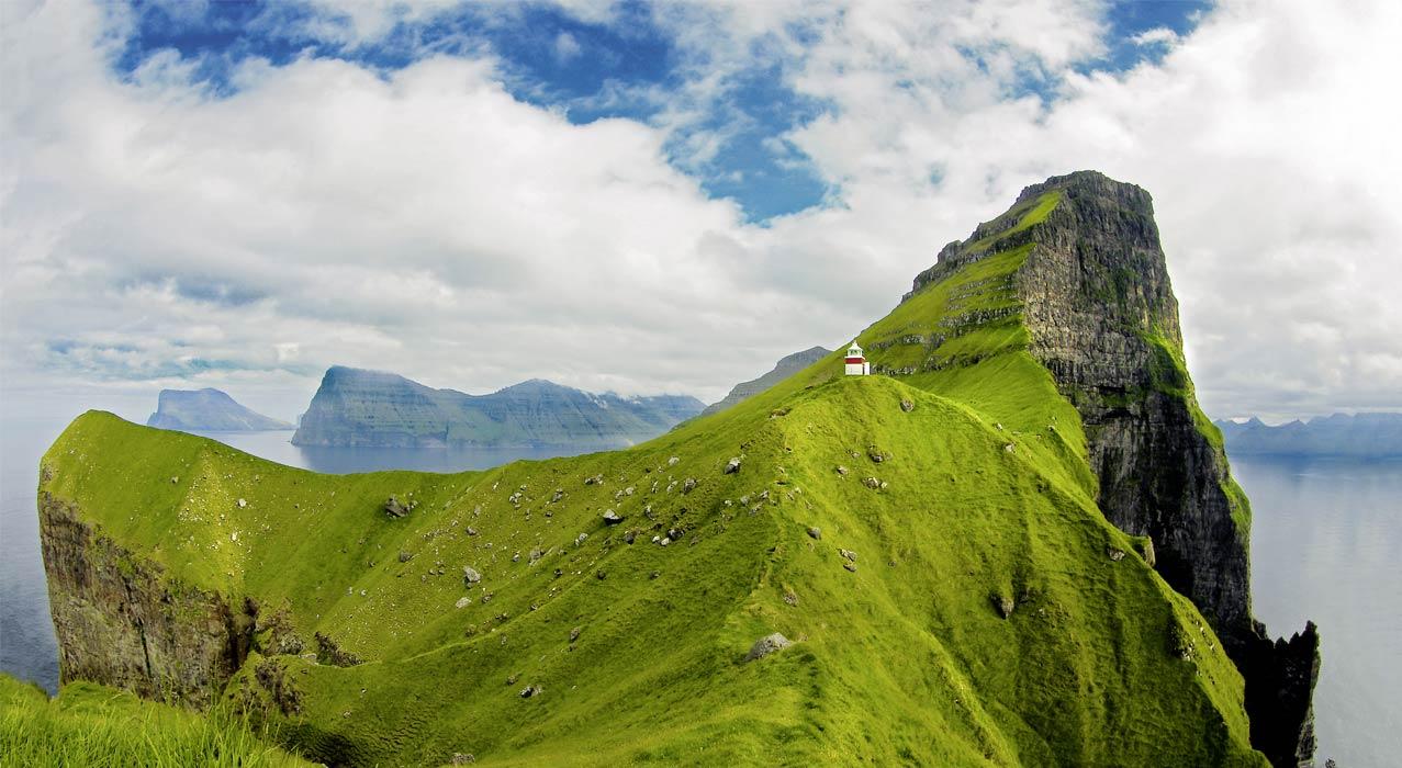 Grüne Berge auf den Färöer Inseln