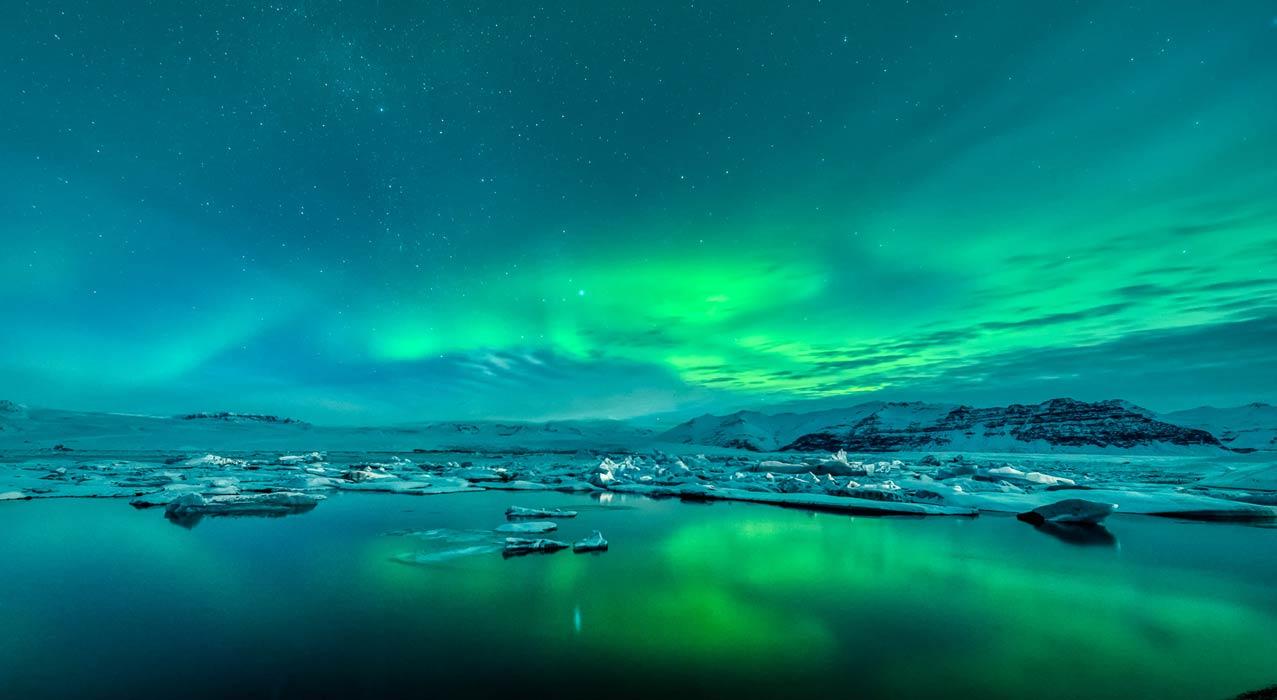 Die Gletscherlagune mit Nordlicht, welche während der Nordlicht-Fotoreise fotografiert wurde